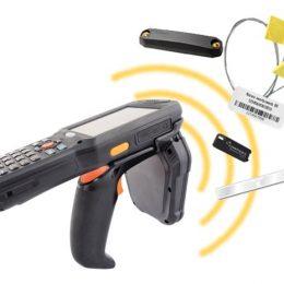 mobilny skaner na magazynie - skanowanie RFID