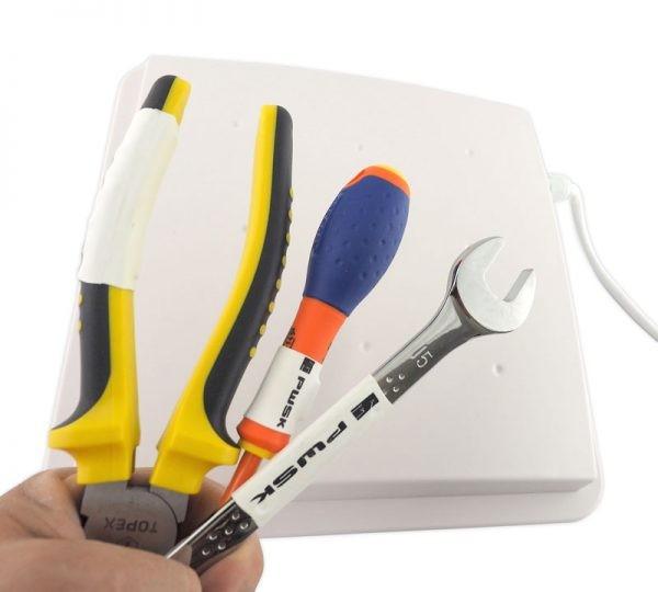 Skanowanie narzędzi ręcznych oznaczonych tagiem RFID UHF przy pomocy czytnika biurkowego